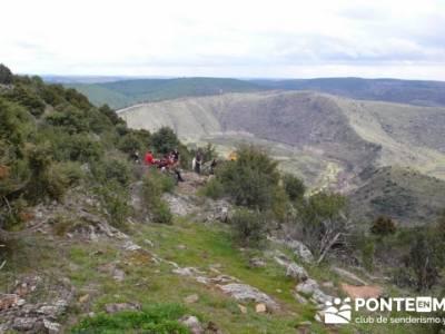 Travesía de senderismo desde El Atazar a Patones; madrid joven; taxus bacatta